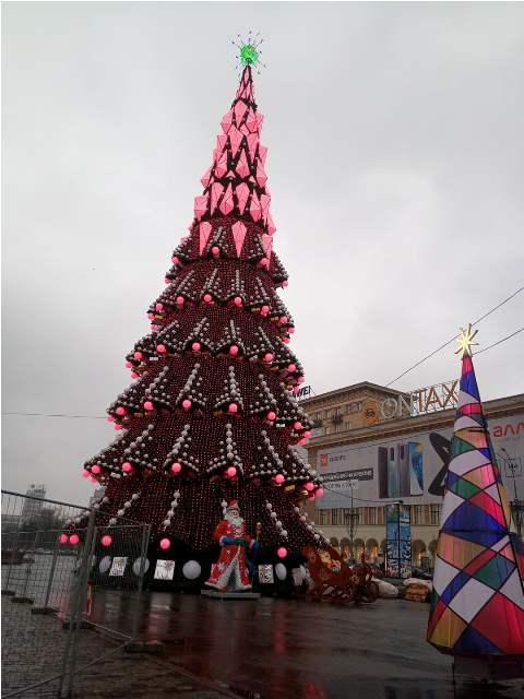 В центре Харькова установили новогодний городок (фото, видео)