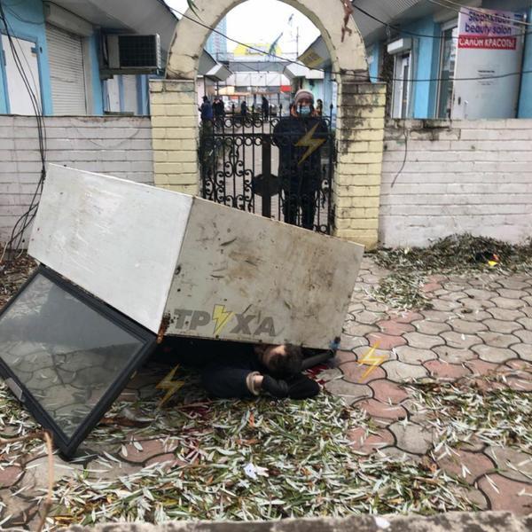 В Харькове намужчину упал холодильник, он погиб (фото)