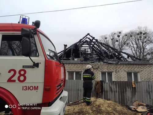 ЧП на Харьковщине: подростка с малолетней сестрой нашли в горящем доме (фото)