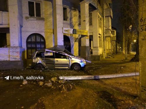 Погоня в Харькове: автомобиль врезался в жилой дом (фото, видео)