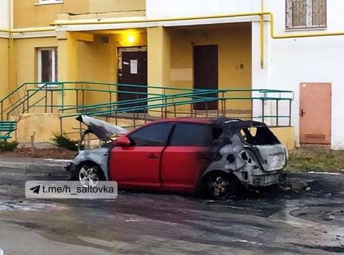 Сгоревшая машина в Харькове: поджигатели попали в кадры видеозаписи (фото, видео)