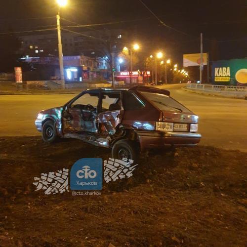 В Харькове водитель разбил чужую машину и сбежал от ответственности (фото)