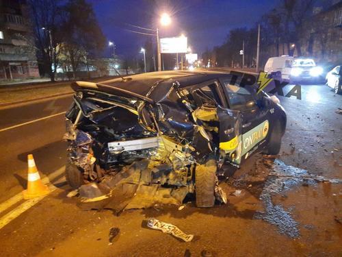 ДТП с участием такси в Харькове: есть пострадавшие (фото)