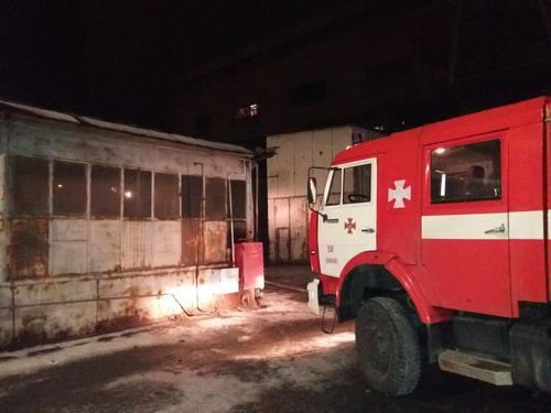 В Харьковской области загорелось стратегически важное предприятие (фото)