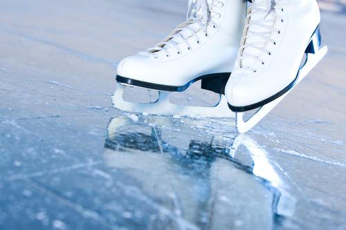 Парень покатался на коньках посреди проспекта в Харькове (видео)