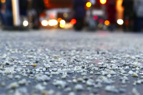 Гололед в Харькове. Стало известно, сколько соли и песка рассыпали на тротуарах