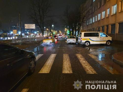 В Харькове на «зебре» сбили двух пешеходов: в полиции озвучили подробности (фото)