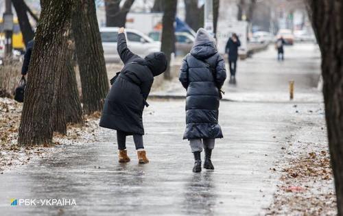 «Мы столкнулись с нестандартной ситуацией». В Харькове борьба с гололедом обернулась проблемами