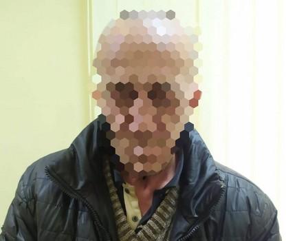В Харьковской области двое мужчин среди ночи ворвались в чужой дом
