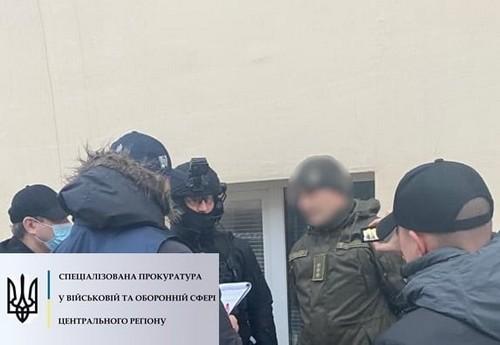 Военнослужащий попал в скандал из-за торговли в Харькове (фото)