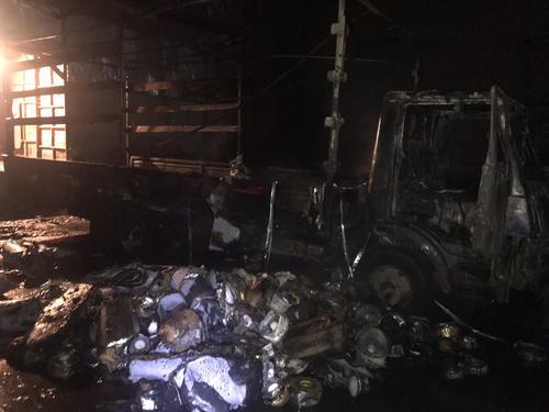 В Харькове сгорел грузовик со стройматериалом (фото)