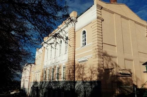 На Харьковщине библиотеку и дом культуры выселили за город (видео, фото)