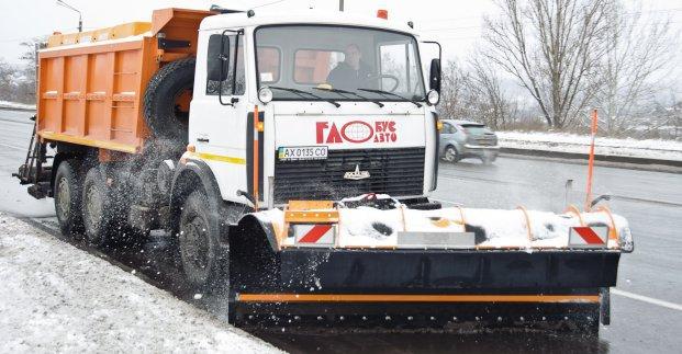 Снегопад в Харькове: как убирают улицы города