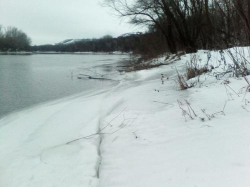 На Харьковщине в реке подо льдом обнаружили тело мужчины
