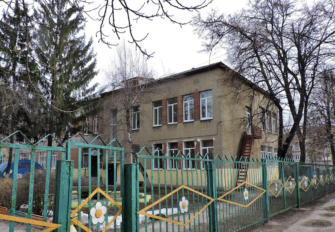Привела ребенка и умерла: ЧП на территории детского сада в Харькове (фото, дополнено)