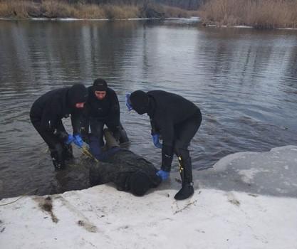 Стало известно, чье тело обнаружили подо льдом на Харьковщине (фото)