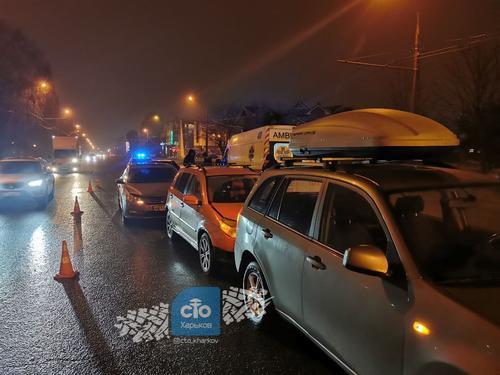 В Харькове пьяный водитель спровоцировал массовое ДТП (фото)