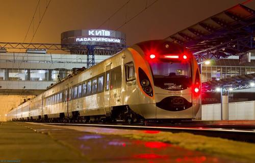 Пассажир оставил крупную сумму валюты в поезде, который направлялся в Харьков