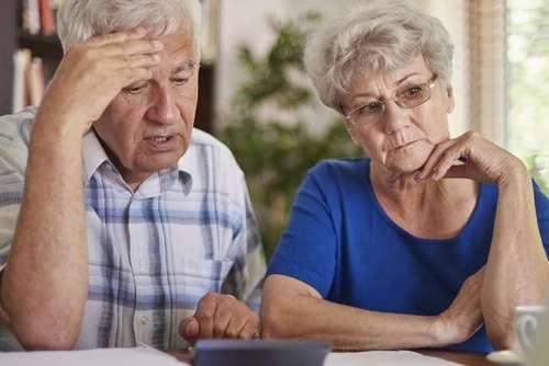 """""""Доплаты за возраст"""" отложили. Почему экономят на пенсионерах"""