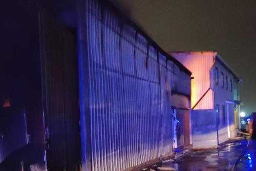 В Харькове масштабный пожар: пламя на предприятии тушили несколько часов  (фото)