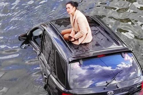 Как наказали девушку, которая утопила машину в реке в центре Харькова