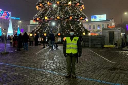 В Харькове в новогоднюю ночь усиленно охраняли главную елку (фото)