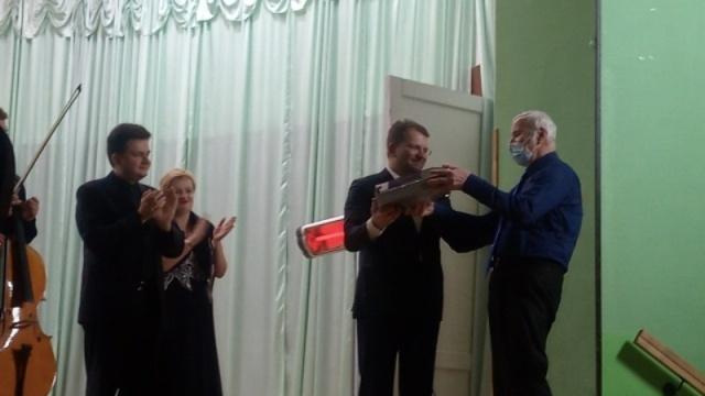 Звездные выпускники сделали подарок харьковской школе (фото, видео)