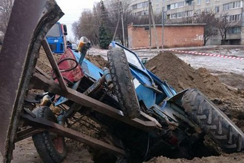 На Харьковщине коммунальщики угодили в ловушку (фото)