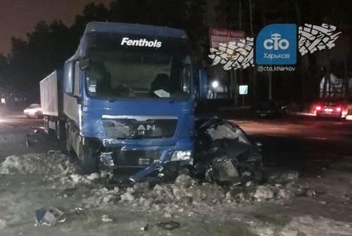 Под Харьковом автомобиль разбился вдребезги: водитель впал в кому (фото)