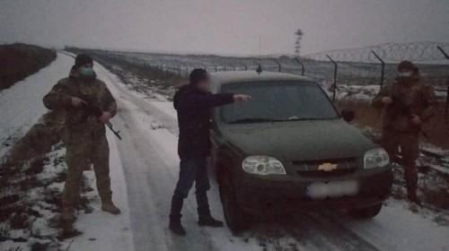 Рождество в одиночестве. На Харьковщине мужчину с сомнительной репутацией не пустили к родственникам (видео)