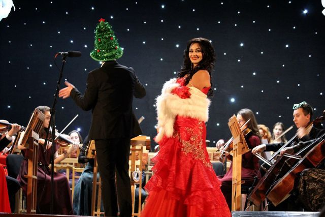 Неожиданный поворот: праздничным концертом в Харькове дирижировал незнакомец из зала (фото, видео)