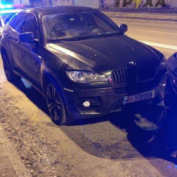 Пьяный студент харьковского университета попал в дорожную переделку (фото)