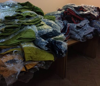 В Харьковской области неизвестные бросили большое количество одежды (фото, видео)