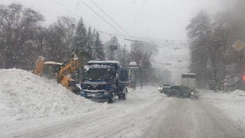 На Харьков надвигается непогода: людей просят не выезжать на улицы