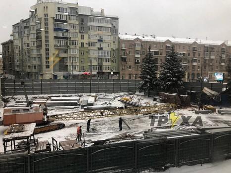Строительный кран упал в Харькове (фото, дополнено)
