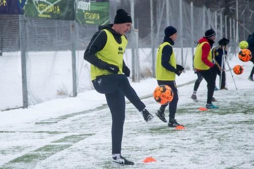 Харьковские футболисты сполна прочувствовали зиму (фото, видео)