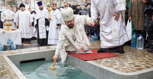 Крещение: где и когда можно будет освятить воду в Харькове