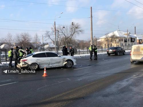 Смертельное ДТП в Харькове: от удара женщина отлетела на несколько метров от островка безопасности (фото, видео)