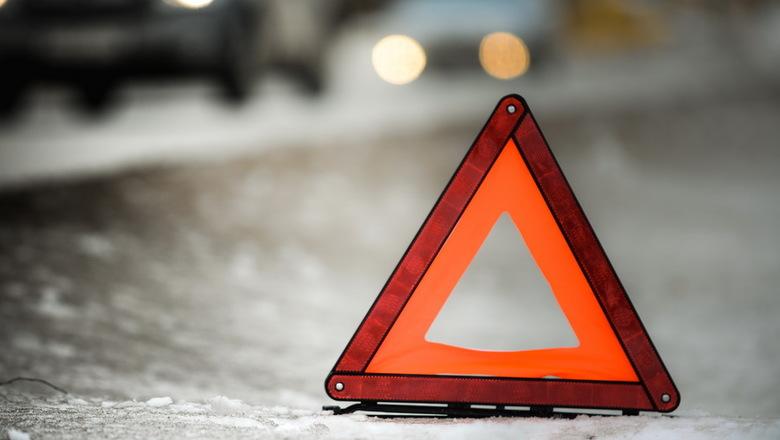 Происшествие на заправке в Харькове: водители не разминулись (фото, видео)