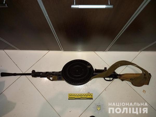 Оружие в ассортименте. В Харькове мужчина поставил на поток незаконный бизнес (фото)