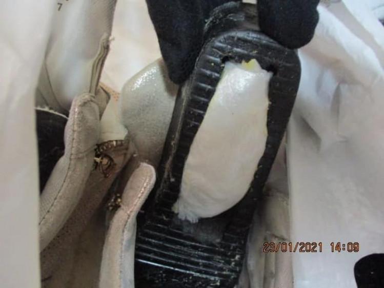 Под Харьковом у пенсионеров в тайнике обнаружили запрещенный товар (фото)
