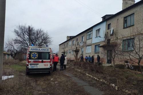 Мужчину вынесли на руках: на Харьковщине неравнодушные люди спасли жизнь соседу (фото)