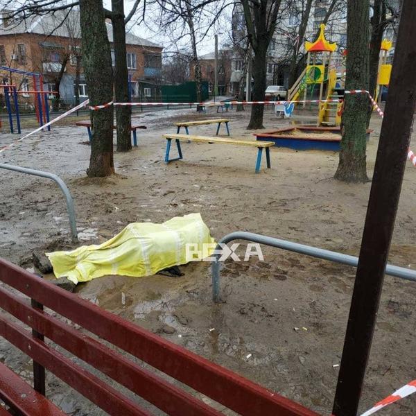 В Харькове на детской площадке умер человек