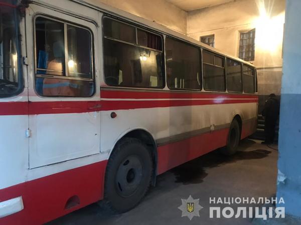 Происшествие на Харьковщине. Автобус серьезно травмировал водителя (фото)
