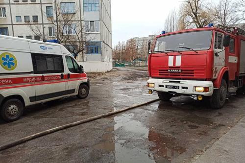 Умоляла помочь. На Харьковщине женщина, убегая от пожара, застряла в лифте (фото)