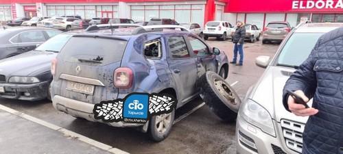 Случай в Харькове: у грузовика на ходу оторвались два колеса (фото)