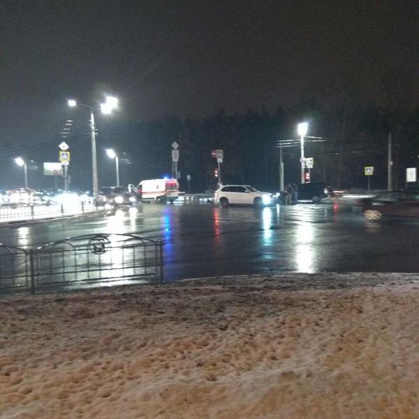 Машина скорой помощи попала в аварию в Харькове (фото)