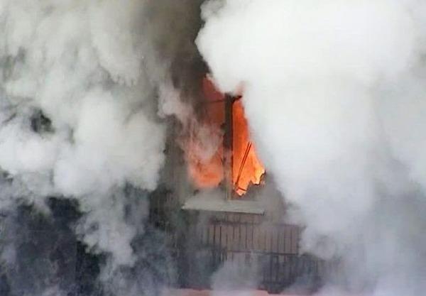 В Харькове горит общежитие: черный дым валит из окон (видео)