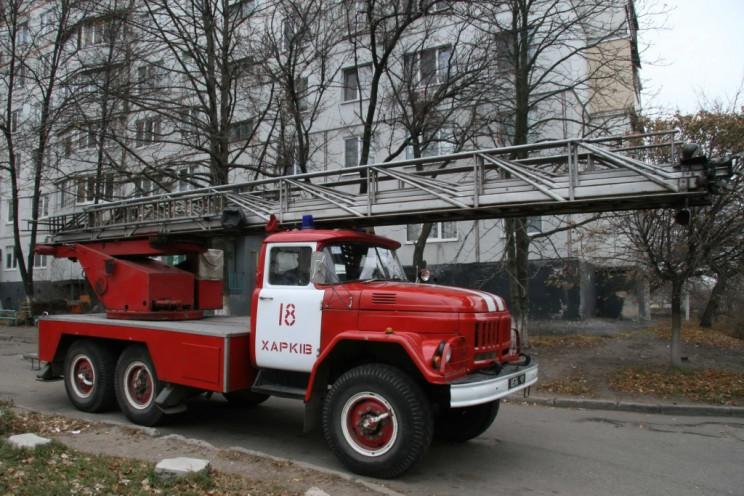 ЧП в Харькове: на место вызвали спасателей с автолестницей (видео)