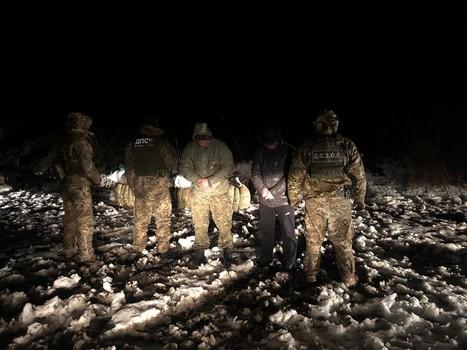 В Харьковской области двое мужчин за деньги отважились на нарушение запрета (фото)